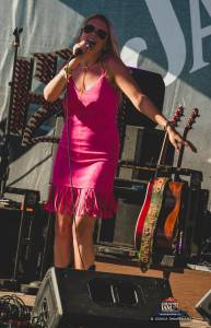 20160615_CountryJam_ElizabethLyons_Performance_Timmermans_0017