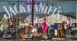 20160615_CountryJam_ElizabethLyons_Performance_Timmermans_0051