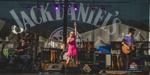 20160615_CountryJam_ElizabethLyons_Performance_Timmermans_0092