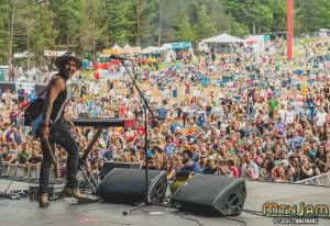 20160603_MountainJam_Nahko_Performance_Timmermans_0487