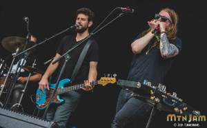 20160604_MountainJam_SisterSparrow_Performance_Timmermans_0304