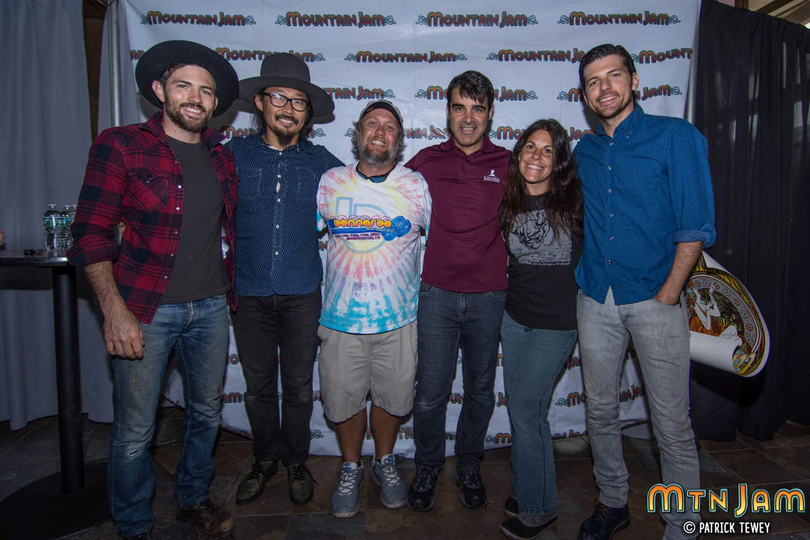 Photos meet greet with the avett brothers mountain jam kristyandbryce Image collections